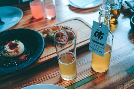 天然の酵母菌と柿だけで、自家製のお酢 「柿酢」をつくる